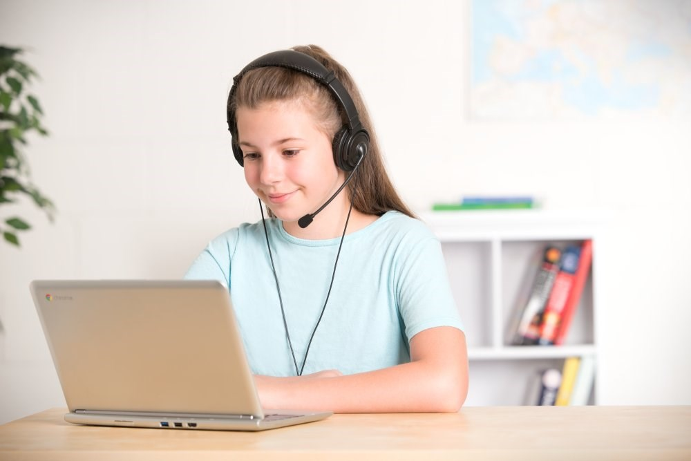 how-to-choose-the-best-headphones-for-k-12-student-testing-blog-headphones-with-mic-image.JPG