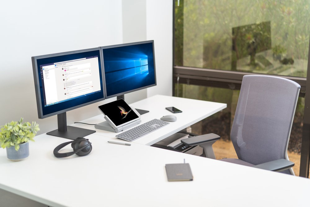 8-ways-to-improve-your-work-life-balance-when-working-from-home-blog-home-office-with-sd600-docking-station-image.JPG